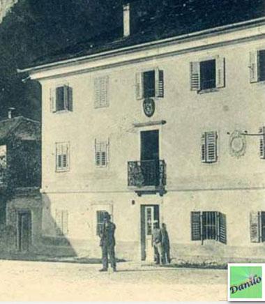 Casa De Candido , ora casa Fontana - lapide commemorativa della visita Regina Margherita di Savoia